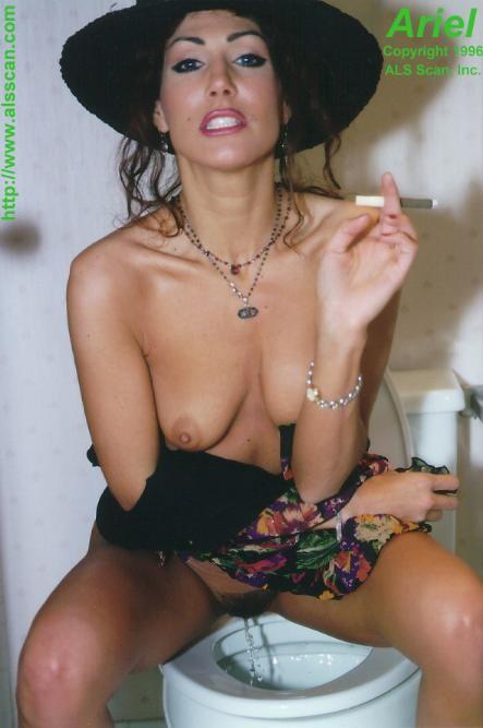 Photo Femme Nue Du 04 Qui Urine