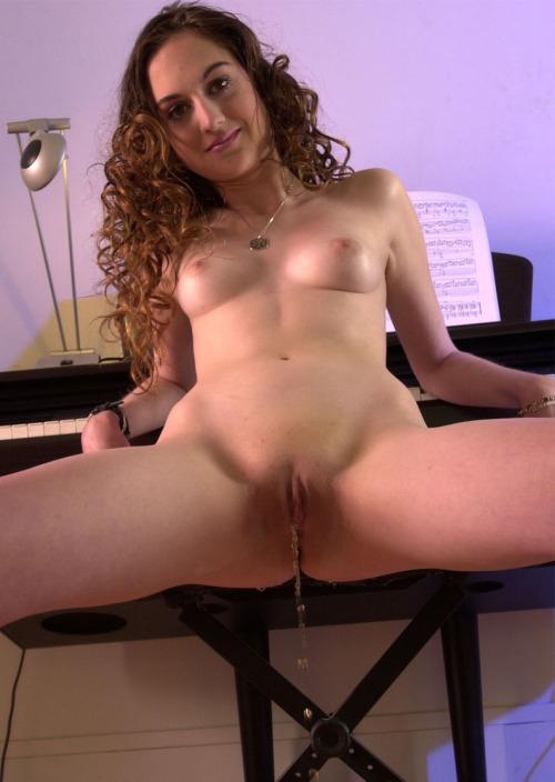 Rencontre uro dans le 79 avec pisseuse sexy vagin humide