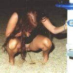 femme nue pissant pour photo exhib 112
