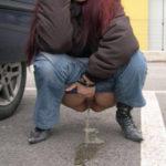 femme nue pissant pour photo exhib 115