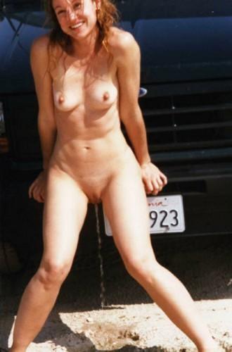 femme nue pissant pour photo sexe exhib 072
