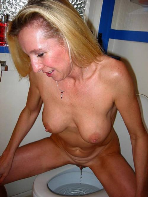 femme nue pissant pour photo sexe exhib 098