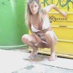 femme qui fait pipi sans culotte 054