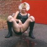 femme qui fait pipi sans culotte 088