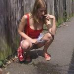 photo femme qui pisse dans la bouche 011